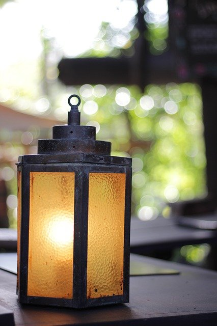 How To Change Light Bulb In Outdoor Lantern